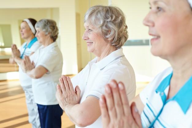 mujeres jubiladas haciendo ejercicio